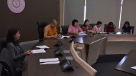 วันที่ 28 มิถุนายน 2559 เวลา 09.40 น. พระมหาสุเทพ สุปณฺฑิโต รักษาการผู้อำนวนการสำนักงานตรวจสอบภายใน ได้รับมอบหมายจากพระราชวรเมธี รองอธิการบดีฝ่ายบริหาร ให้เป็นประธานการประชุมคณะกรรมการประสานงานเตรียมข้อมูลเสนอสำนักงานตรวจเงินแผ่นดิน ณ ห้องประชุม 401 อาคารสำนักงานอธิการบดี โดยมีกรรมการซึ่งเป็นผู้รับผิดชอบการจัดทำรายงาานงบการเงินของส่วนงานของมหาวิทยาลัยทั้งส่วนกลางและภูมิภาคเข้าร่วมประชุม ในการนี้ได้เชิยผู้สอบบัญชีจากสำนังานตรวจเงินแผ่นดิน ประกอบด้วย นางสาวรุ่งฤดี จันทิมา นักวิชาการตรวจเงนแผ่นดินชำนาญการพร้อมคณะทำงาน เข้าร่วมประชุมเพื่อให้ความรู้และข้อสังเกตการจัดทำงบการเงินภาพรวมของมหาวิทยาลัยด้วย ในภาคบ่ายมีการประชุมเชิงปฏิบัติการเพื่อปรับปรุงรายงานทางการเงิน โดยมีนางมาลีรัตน์ พัฒนตั้งสกุล รองผู้อำนวยการสำนักงานตรวจสอบภายใน และนางสุรภา […]